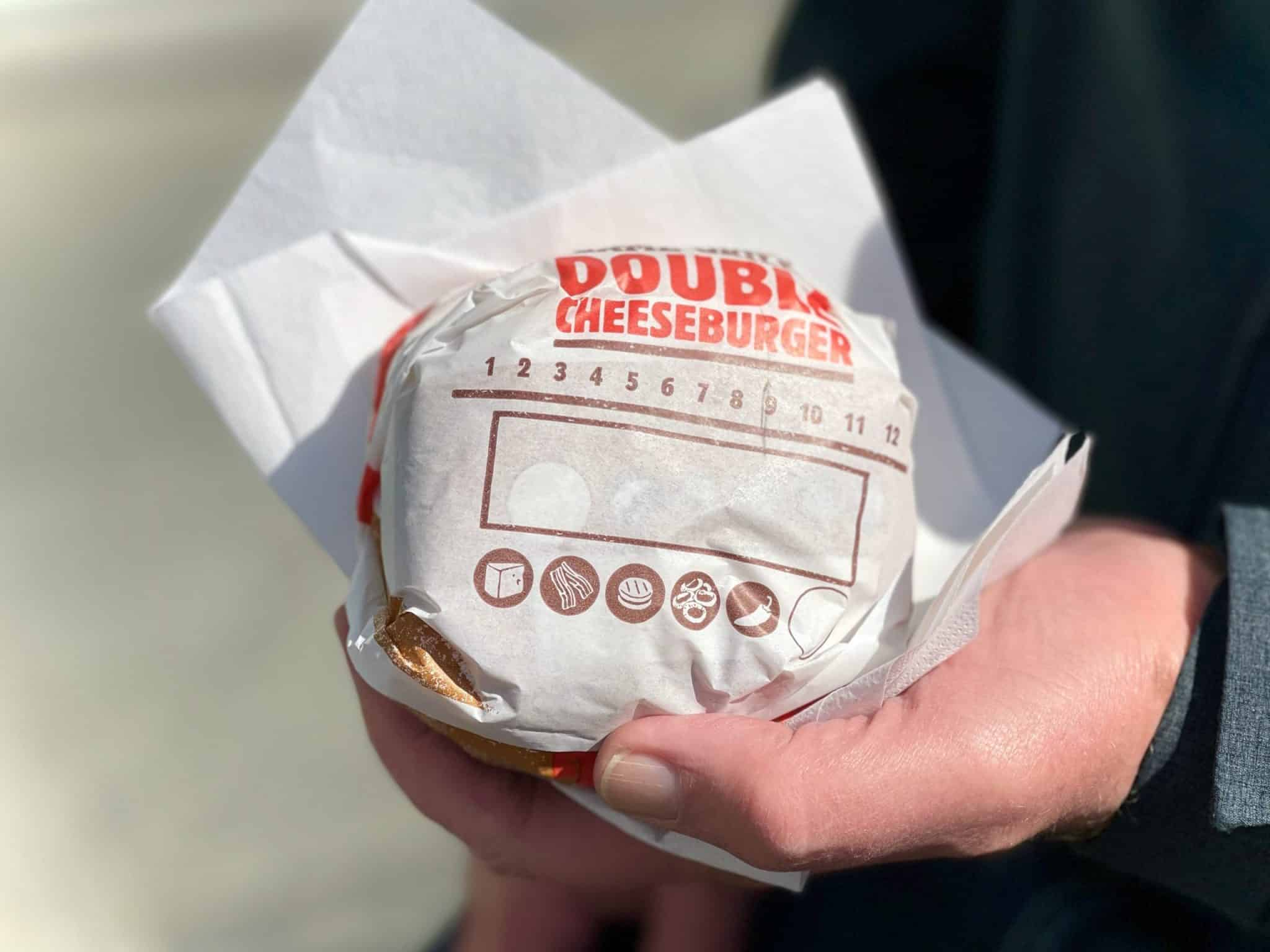 Five Guys, McDonald's, Burger King or Quick: which fast food burger chain serves the best cheeseburger here in Antwerp, Belgium? Let's find out!