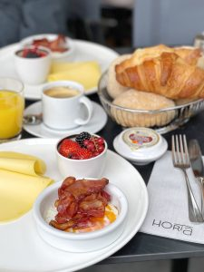 Let's see where we can get a decent cup of coffee and a nice bite to eat in the morning! Check our reviews for a good breakfast in Antwerp.