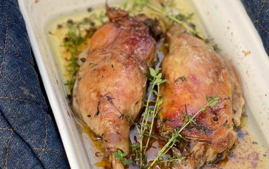 What to do with fresh duck legs? We tried out this confit duck recipe for the first time... and it was heavenly! Soft and succulent meat, yum.