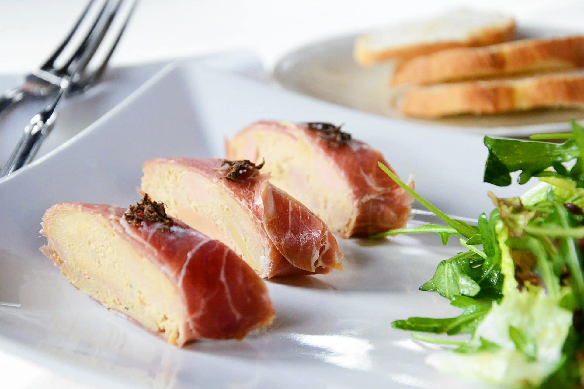 Does foie gras make your mouth water of does it give you goosebumps? Let's take a closer look at this French classic!