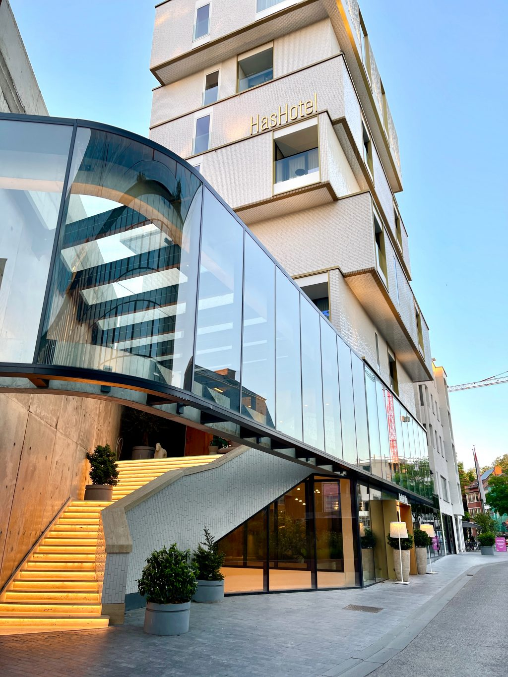 The modern HasHotel looks like the perfect stylish stay in Hasselt! But does it live up to its expectations? Not fully.