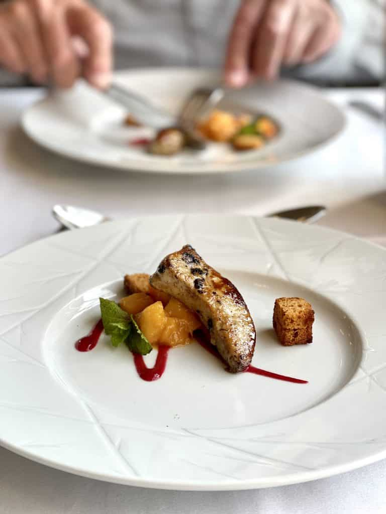 All inclusive resort group Club Med stands for excellent food and great locations. But did the Club Med Ermitage really live up to our expectations?