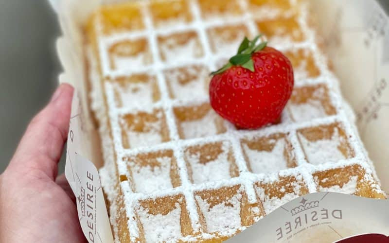 Did you know that there are 2 types of Belgian waffles? Here's how to make a Belgian waffle the right way! Which one do you prefer?